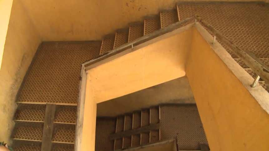 Cầu thang bộ - lộ trình sinh tử của mỗi người