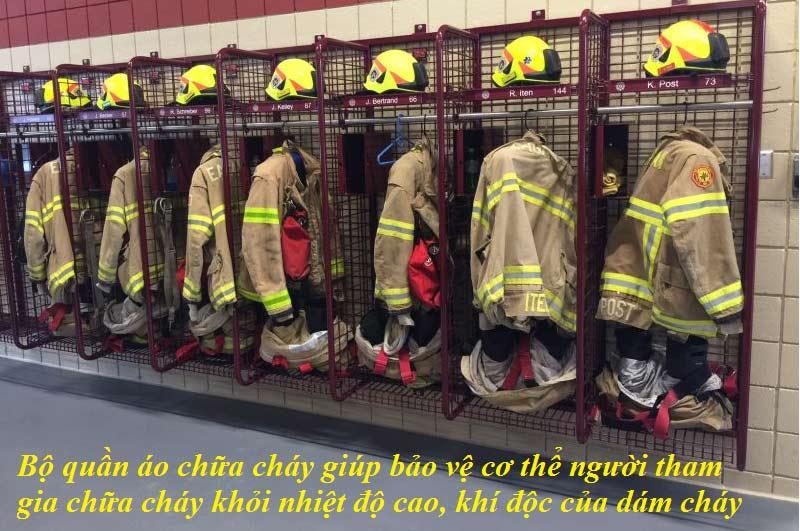 Bộ quần áo chữa cháy giúp bảo vệ cơ thể người tham gia chữa cháy khỏi nhiệt độ cao, khí độc của dám cháy