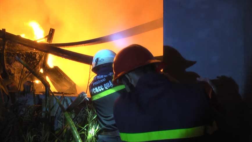 Lực lượng chữa cháy chuyên nghiệp ứng cứu kịp thời