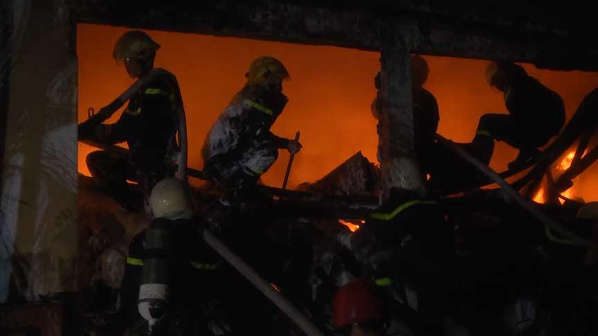 Sự nỗ lực dập tắt đám cháy